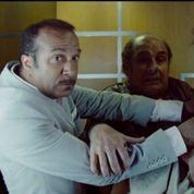 Les Inconnus : bisbille dans un ascenseur