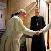 Le pape François rend visite à Benoît XVI pour Noël