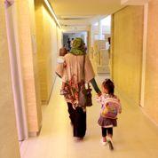 Mères voilées et sorties scolaires: polémique sur une nouvelle loi