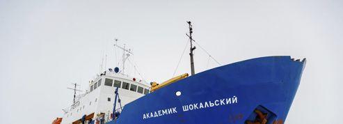 Un navire et ses 74 passagers piégés par la glace dans l'Antarctique