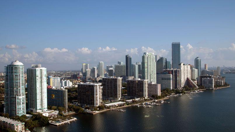 Vue aérienne de Downtown et de Biscayne Bay, à Miami.