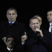 Attaqué, Erdogan dénonce une conspiration contre la Turquie