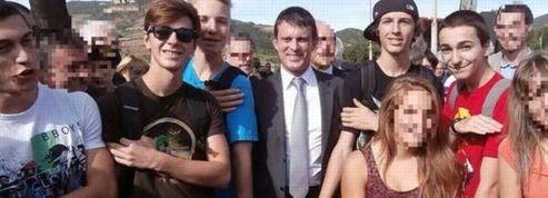 «Quenelle» de Dieudonné : Manuel Valls piégé lors d'un déplacement