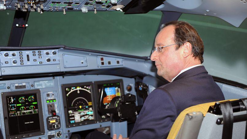 EN VISITE. François Hollande a choisi Toulouse pour relancer son «choc de simplification». À cette occasion, le chef de l'État s'est rendu ce jeudi 9 janvier à Blagnac, au siège de la société franco-italienne ATR, spécialisée dans les avions à hélices. En échange d'allègement de charges, les entreprises s'engageraient à créer des emplois. Cette simplification, assure-t-il, s'intègre complètement dans le pacte de responsabilité annoncé lors de ses vœux pour l'année 2014.