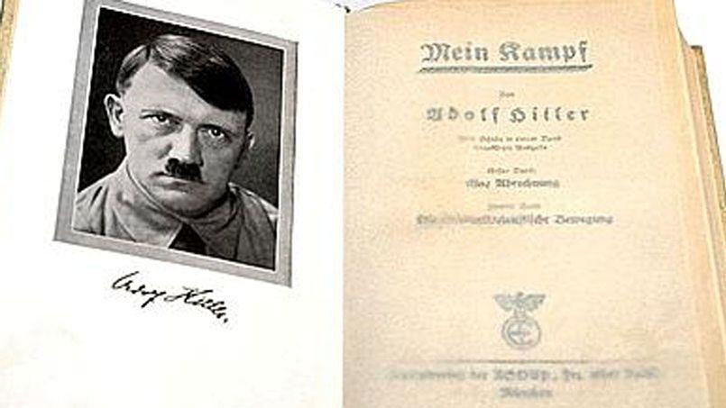 Une photo d'un exemplaire original de <i>Mein Kampf</i> dédicacé par Hitler.