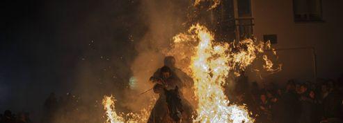 À San Bartolomé de Pinares, les chevaux dansent avec le feu