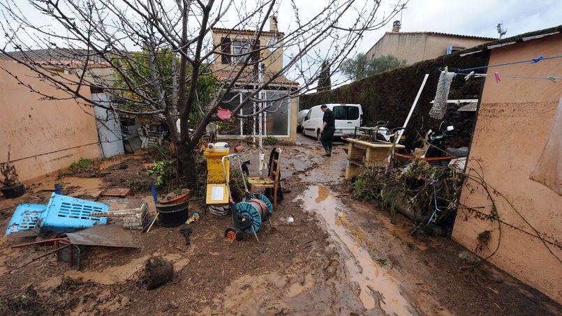 Dans les communes les plus touchées par les inondations, comme La Londe-les-Maures, les gendarmes patrouillent pour éviter les pillages.