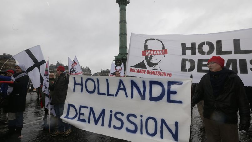 Des milliers de manifestants hostiles à Hollande défilent à Paris