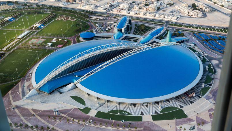La zone Aspire, où trône le Dôme bleu , imaginé par l'architecte français Roger Taillibert est un complexe sportif unique au monde à l'architecture futuriste démesurée.