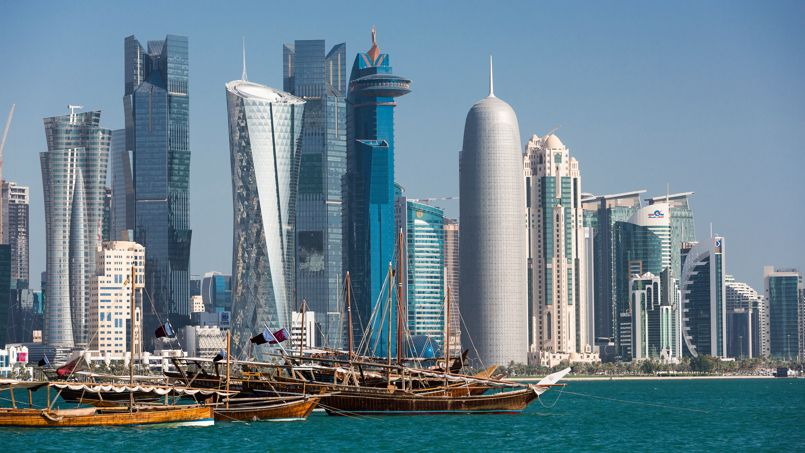 Bateaux d'hier, architecture de demain. La skyline de Doha, ici du côté de West Bay, symbolise la rencontre harmonieuse de deux mondes.