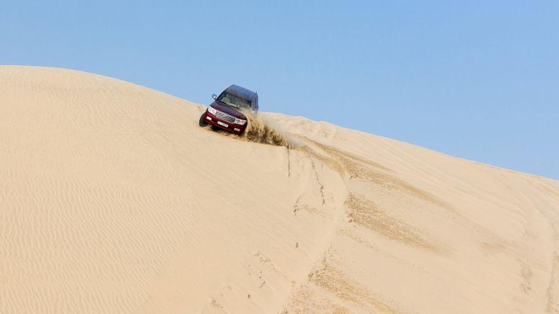 Non loin de la mer intérieure, dans les dunes du sud du pays, les Qataris s'adonnent au «sand bashing», l'escalade des dunes au volant de 4x4 surpuissants.