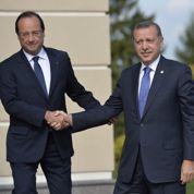 Turquie: Hollande s'engage sur un terrain miné