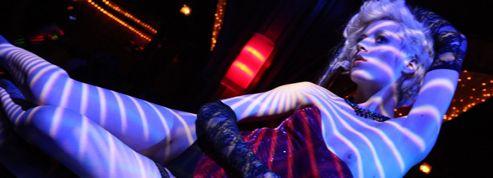 Le match des clubs de strip-tease parisiens