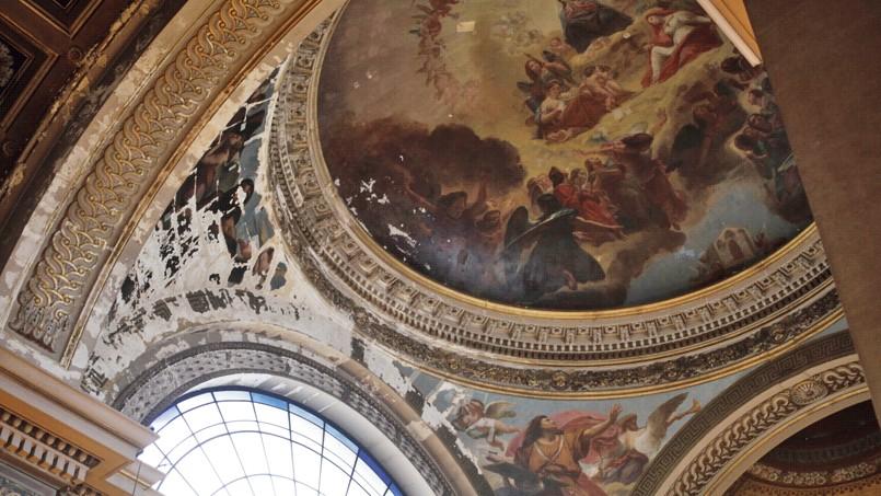 Les fresques de Notre-Dame-de-Lorette s'écaillent à cause d'infiltrations. (c) Sébastien SORIANO/Le Figaro