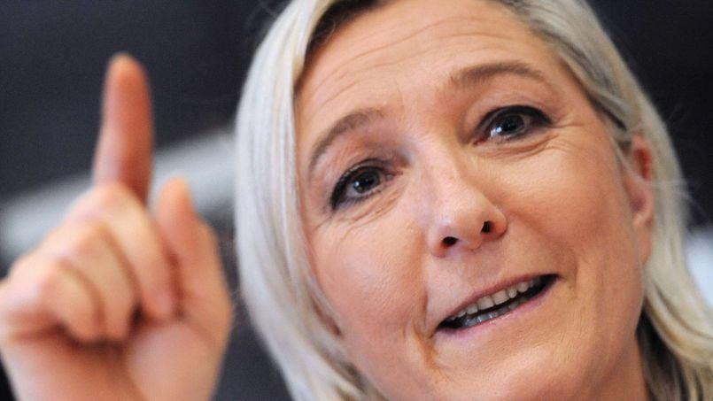 «Il n'y a pas un seul domaine où l'Union européenne apparaît comme un élément protecteur ou un élément de croissance», estime Marine Le Pen (ici le 10 février à Sablé-sur-Sarthe).