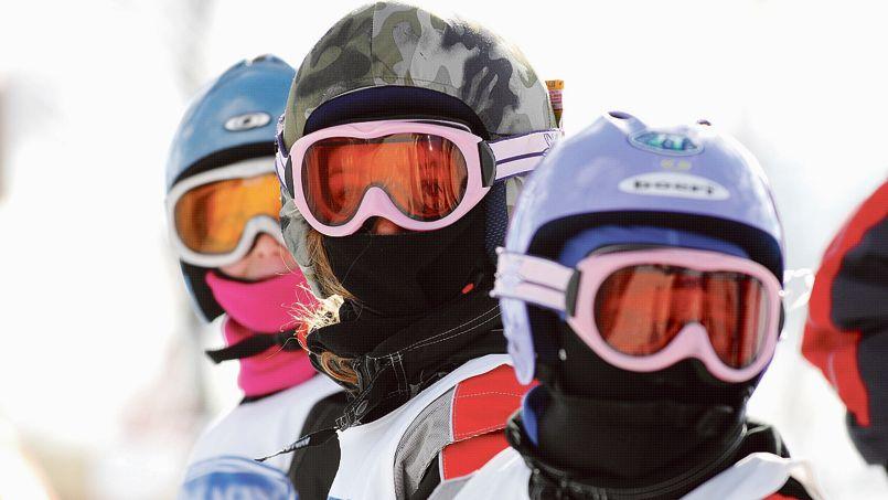 Ski: le port du casque ne doit pas empêcher la prudence