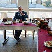 Non, déjeuner seul et en paix n'est pas une tare