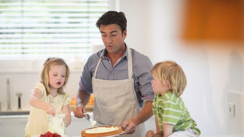 «Le congé parental masculin, un vrai pari pour la parité hommes-femmes»