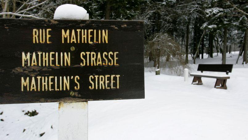 Aujourd'hui, les panneaux indiquent l'emplacement des rues de la ville disparue.