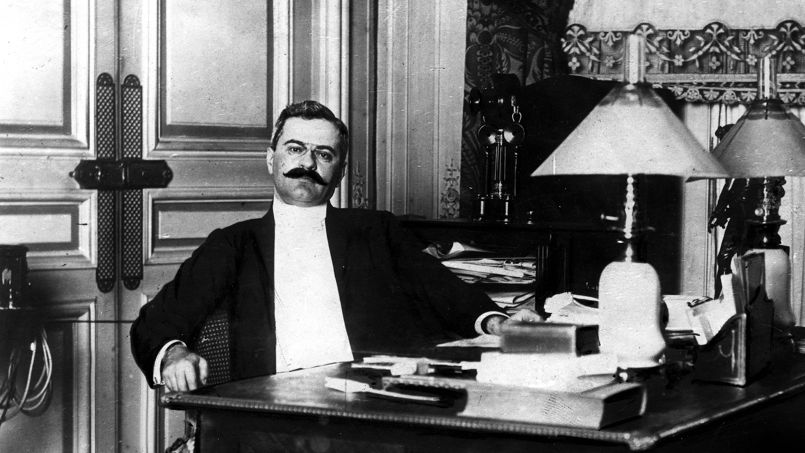 1914 le directeur du figaro assassin dans son bureau. Black Bedroom Furniture Sets. Home Design Ideas