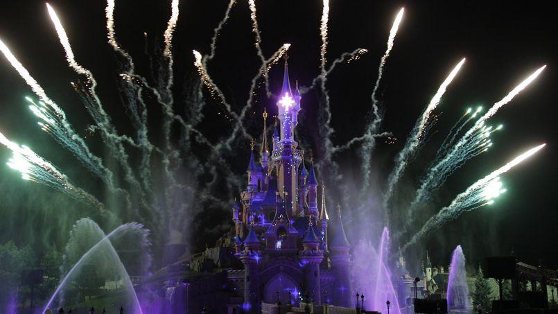 Des bracelets connectés pour scruter les visiteurs des parcs Disney