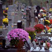 Verbalisée pour avoir trinqué devant la tombe de son mari