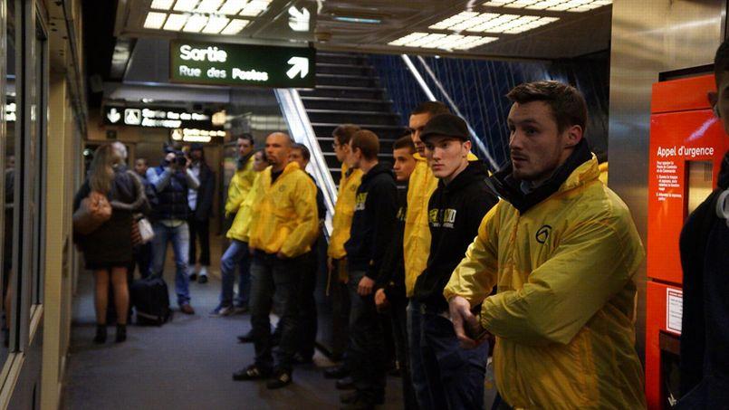 Les militants de Génération identitaire dans le métro de Lille.