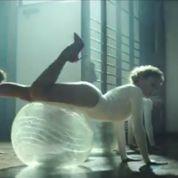 Kylie Minogue s'échauffe avec ses Sexercize(s) physiques