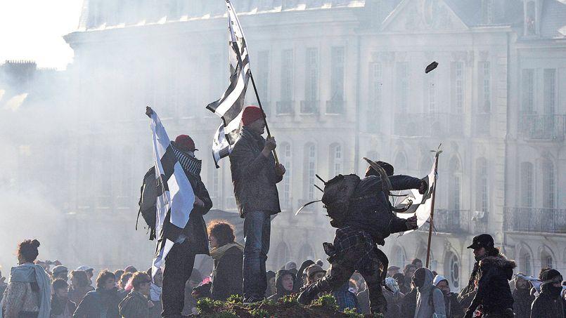 """Il est essentiel pour les gendarmes d'avoir un regard le plus précis sur les ultras qui se glissent parmi les """"bonnets rouges"""" ou les manifestants de Notre-Dame-des-Landes <i>(notre photo).</i>"""