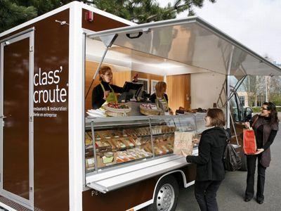 Une dizaine de food trucks permettent à l'enseigne de toucher les clients dans des zones reculées ou mal desservies. (DR.)