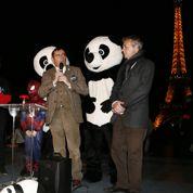 Spider-Man éteint la tour Eiffel pour la bonne cause