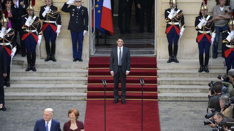 Manuel Valls, après la passation de pouvoir avec Jean-Marc Ayrault.