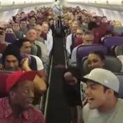 La troupe du Roi Lion improvise un show dans un avion
