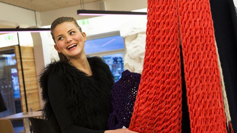 Oström, une vaste boutique au design moderne est le complexe événementiel de Torshavn. On peut y découvrir la superbe collection Snialvsdottir, réalisée avec des laines de Féroé.