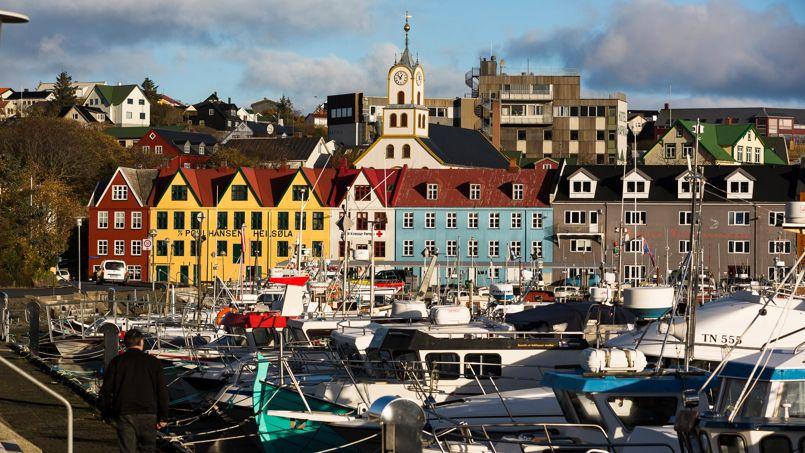 Torshavn, capitale des Iles Feroe: une ville tout en douceur qui recèle quelques trésors comme le vieux quartier de Tinganes aux ruelles pavés.
