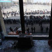 Face-à-face tendu entre Ukrainiens et prorusses dans l'est du pays