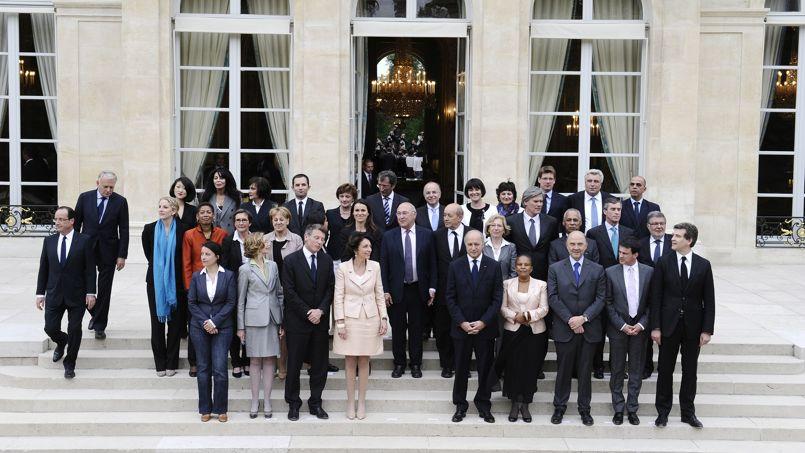 Photo de famille du gouvernement Ayrault en mai 2012.