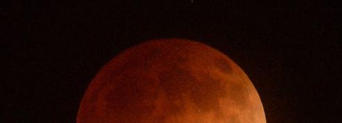 La Lune vire au rouge à l'occasion d'une éclipse totale