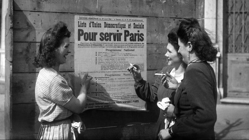 C'est en 1944, sous de Gaulle, que l'Assemblée Consultative d'Alger adopte le principe du droit de vote des femmes. Il leur a été accordé par l'ordonnance du 21 avril 1944.