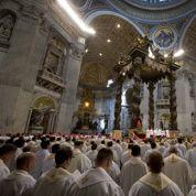 Le pape François veut remonter le moral des prêtres