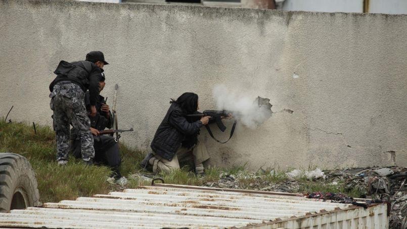 Combats dans les rues d'Alep, dans le nord de la Syrie, en avril dernier.