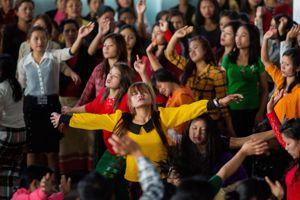 Les célébrations animées par la communauté rassemblent des centaines de disciples.