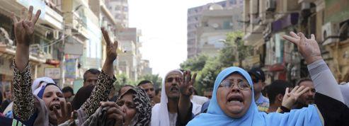 Égypte: près de 700 pro-Morsi condamnés à mort