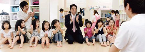 Les femmes, salut du Japon