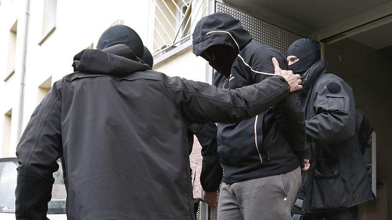 Partis en décembre en Syrie, les sept jeunes arrêtés mardi, âgés de 23 à 25 ans, étaient rentrés depuis un mois.