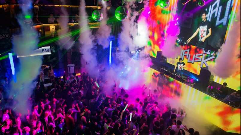L'Octagon est l'une des plus grandes boîtes de nuit du pays et accueille les DJ les plus connus de la planète.