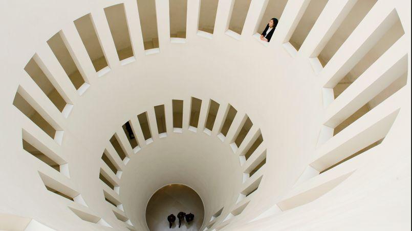 L'escalier en colimaçon du musée Leeum, situé au pied du Namsan, en bordure du fleuve Han.