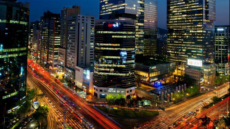 Une vue, en hauteur, du carrefour central de Gangnam, croisement de Téhéran Road et de Gangnam Avenue, à Séoul.