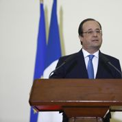 François Hollande se recueille sur la dépouille de Camille Lepage