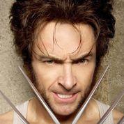 Wolverine se blesse avec ses griffes dans une scène de nu